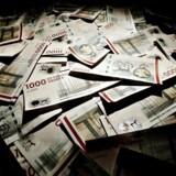 Nationalregnskabet er blevet nedskrevet med 15 milliarder kroner, fordi skattemyndighederne nu opgiver at inddrive de mange penge fra borgere og virksomheder.