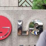 Den sydkoreanske elektronikgigant LG Electronics fik i tredje kvartal igen overskud sammenholdt med et kæmpe underskud for et år siden, efter at mobilafdelingen overraskende er kommet tilbage til sorte tal. Jung Yeon-Je, AFP/Scanpix