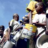 Rejsebureauerne Apollo og Falk Lauritsen har sat 100 charterrejser på auktion på Lauritz.com. Alle pengene går ubeskåret til de nødlidende på Afrikas Horn.