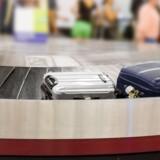 Det er ikke til megen nytte, at kufferten kører rundt på bagagebåndet, hvis det ikke er i den lufthavn, man selv er landet i. Og der er åbenbart ikke ret meget hjælp at hente fra flysselskabet, som man har betalt for at fragte både én selv og éns bagage til rette sted, når først man er ude af flyet. Foto: Iris.