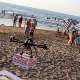 Denne drone skal hjælpe livreddere ved Libanons strande, men snart kan det være turisterne, der tager droner med på stranden for at få det gode feriefoto.