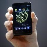 Blackphone krypterer SMSer, samtaler og videosamtaler og er beregnet på et bredere publikum som seneste tegn på en indsats oven på Edward Snowdens mange afsløringer af massiv, amerikansk aflytning. Foto: Albert Gea, Reuters/Scanpix