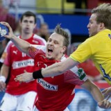 Danmarks Morten Olsen og Sveriges Max Darj under semifinalen mellem Danmark-Sverige i Arena Zagreb fredag den 26 januar 2018.