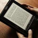E-bogslæsere - de klassiske, som er beregnet til netop at læse på - lever et hårdt liv. Flere og flere vælger en tavle-PC, som kan noget mere. Arkivfoto: Peter Helles Eriksen, Scanpix