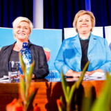 epa03901175 Chairman of the Norwegian Conservative Party, Erna Solberg (R) and Chairman of the Progress Party, Siv Jensen (L) attend a press conference to announce that they have agreed on a platform on which to form a new government in Sunnvollen, Norway, 07 October 2013. The announcement was made at the Sundvolden Hotel, approximately 40 kms from Oslo, and the new government is expected to take office on or around 18 October 2013. EPA/VEGARED GROTT NORWAY OUT