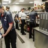 Det er i høj grad servicesektoren, som fyrer op under kedlerne i landets største by. Service-sektoren dækker over alt lige fra rengøringsassistenter, tjenere og over til de mere videnstunge jobs som rådgivende konsulenter og lignende.