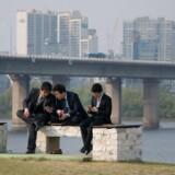 Sydkorea - her ved Han-floden i Seoul - er et af de områder af verden, hvor man satser meget mere bevidst på mobil teknologi og nu er i gang med at eksperimentere med fremtidens 5G-mobilnet. Skandinavien var for 20-30 år siden det førende mobilområde i verden men er blevet overhalet. Arkivfoto: Ed Jones, AFP/Scanpix