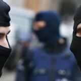 Belgisk politi ved stedet, hvor der fredag udspiller sig en stor aktion i Bruxelles-forstaden Molenbeek.