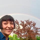 Elisa Kragerup havde held til at fange en regnbue på sin selfie.