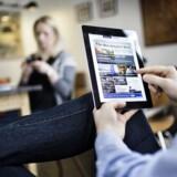Danskerne bruger pengene på at købe smartphonetelefoner og tavle-PCer i stedet for de klassiske stationære og bærbare PCer. Og Android når stadig tættere på Apple, som nu er nede på halvdelen af tavle-PC-markedet i Danmark. Foto: Thomas Lekfeldt, Scanpix