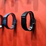 Ifølge en analyse fra Canalys, der opgør markedet for intelligente enheder til at bære på armen, er det i produktkategorien basics, som rummer intelligente armbånd, armbåndet Fitbit der fører som mest solgt.