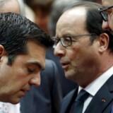 Natten igennem har regeringslederne fra eurozonen forhandlet med Grækenlands premierminister, Alexis Tsipras, i Bruxelles, og mandag morgen er man fået til enighed.