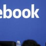 Facebooks initiativ til at skaffe gratis internetadgang til tredjeverdenslande møder modstand i Indien. Her Mark Zuckerberg sammen med indens premiereminister. Foto: Stephen Lam