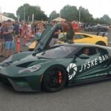 Ture på racerbane med et godt formål. Sportscar Event tilbyder ture i superbiler som Ford GT, og pengene går til bl.a. Børnecancerfonden