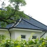 H.K.H. Prins Joachims kommende bolig på Emiliekildevej 19A, Gentofte. Huset set fra vejen.