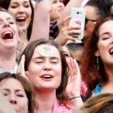 Irere fejrer udfaldet af afstemningen om retten til abort i Irland. Premierminister Leo Varadkar og en række organisationer har allerede taget hul på det næste smertelige opgør med fortiden, nemlig en dokumentation af de mange forfalskede adoptioner i landet.