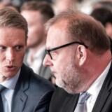 Henrik Poulsen (t.v.) har som adm. direktør i DONG netop besluttet at bygge det enorme Hornsea-projekt i Storbritannien. Her ses topchefen i samtale med klima- og energiminister, Lars Christian Lilleholt.