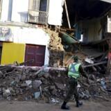 Det sydamerikanske land Chile blev natten til torsdag ramt af et jordskælv, der blev målt til 8,3 på Richterskalaen. Jordskælvet kostede fem personer livet og fik myndighederne til at evakuere omkring en million mennesker fra deres hjem.