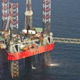 Olieprisen kan have ramt bunden i takt med, at udbuddet uden for Organisationen af Olieeksporterende Lande (Opec) falder. Det vurderer Det Internationale Energiagentur (IEA) ifølge Bloomberg News. (Foto: CLAUS FISKER/Scanpix 2015)