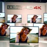Ultra-HD - også kaldet 4K - giver langt flere detaljer i billedet, og priserne på UHD-TV falder drastisk, selv om det stadig er småt med indhold optaget i UHD. Derfor kan fjernsynene automatisk opskalere billeder, så de kunstigt tilføres en højere opløsning og dermed større detaljerigdom. Arkivfoto: David Becker, Getty Images/AFP/Scanpix
