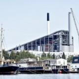 Lave elpriser og faldende affaldsmængder har ødelagt økonomien for Amager Bakke. Det kommunalt ejede selskab Amager Ressourcecenter (ARC) har derfor nedskrevet værdien af anlægget med 2,2 mia. kr.