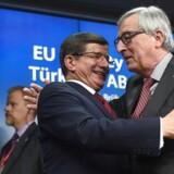 Tyrkiets premierminister Ahmet Davutoglu, og Jean-Claude Juncker, formand for Europa-Kommissionen.