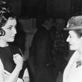 Helena Rubinstein (th), her sammen med skuespiller Elizabeth Taylor. (Udateret arkivbillede).
