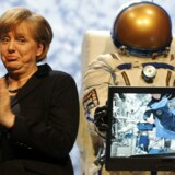 Den tyske forbundskansler Angela Merkel åbnede tirsdag morgen CeBIT-messen i Hannover og havde blandt andet astronauter direkte igennem fra Den Internationale Rumstation. Foto: Fabian Bimmer, Reuters/Scanpix