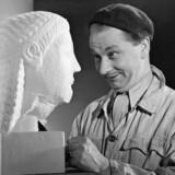 Komikeren Christian Arhoff, mens danskernes billede af ham endnu var uplettet. Fra filmen »Ballade i Nyhavn«, 1942.