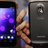 Galaxy Nexus-telefonen, som kom for snart et år siden, var den første med Android 4.0-styresystemet fra Google. Arkivfoto: Bobby Yip, Reuters/Scanpix