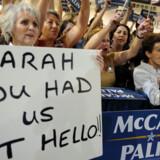 I valgkampen i 2008 optrådte Sarah Palin som selve personificeringen af kulturkampen - og hun omklamrede enhver stereotyp om os-mod-dem.