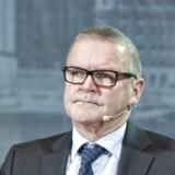 Nationalbankdirektøren Lars Rohde siger i en erklæring i forbindelse med torsdagens overraskende store rentedyk, at >>fastkurspolitikken er et ufravigeligt element i dansk økonomisk politik - og har været det siden 1982 <<