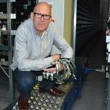 Direktør Finn Roy med et beskedent udvalg af de 40.000 varer, Fitting Specialisten fører i sit katalog. PR-foto