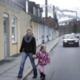 Gitte er af de fire mødre, der har sagsøgt sædbanken Nordic Cryo Bank. Her ses hun med datteren Sophie, der i dag er otte år gammel.