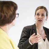 Konference om Kvindelige Ledere i Pilestræde. Marianne Siig (th.) og Lilian Mogensen er på scenen samtidig i en debat.