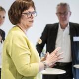 Konference om Kvindelige Ledere i Pilestræde. Marianne Siig og Lilian Mogensen(mf.) er på scenen samtidig i en debat.