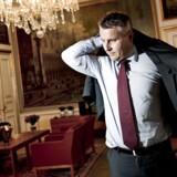 Erhvervs- og vækstminister Henrik Sass Larsen (S) fastslår, at det er afgørende med en kompetent person i toppen af Danske Banks ledelse.