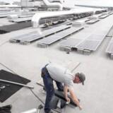 Man kan allerede finde solceller på mange IKEA-varehuses tage, men nu vil den svenske møbelkæde intensivere klimaindsatsen.