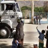 Forsvarets aflagte lastbiler er ad omveje endt i hænderne på militæret i det afrikanske diktatur Eritrea, der er berygtet for undertrykkelse og systematiske brud på menneskerettighederne. Det er ifølge FN et brud på våbenembargoen mod landet, der kaldes »Afrikas Nordkorea«.