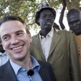 51-årige Christian Friis Bach er tirsdag blevet udnævnt som ny generalsekretær for Dansk Flygtningehjælp. Billedet er fra hans tid som udviklingsminister og et besøg i Sydsudan.