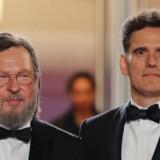 Lars Von Trier og hovedrolleindehaver Matt Dillon på den røde løber mandag aften i Cannes.