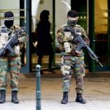 Belgiske soldater uden for Radisson Blu hotel i det centrale Bruxelles tidligere i dag.