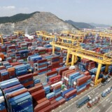 Prisen for at fragte en container fra Kina og ud i verden er steget markant i den seneste uge, hvor det i gennemsnit er blevet omkring 40 pct. dyrere at fylde en container med varer og sende den med et skib.