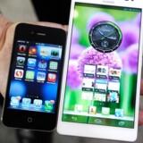 På dette års CES-messe viste Huawei mobilproducentens phablet Ascend Mate frem, som her sammenlignes med en iPhone.