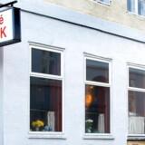 Cafe Nick åbnede i begyndelsen af 1900-tallet og er stadig at finde på Nikolajgade 20 i Indre København.