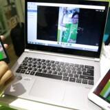 De bærbare PCers popularitet har igen overhalet tavle-PCernes. Her er det den taiwanske PC-producent Acers udvalg på begge fronter. Arkivfoto: Pichi Chuang, Reuters/Scanpix
