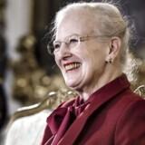 En veloplagt dronning Margrethe tog imod pressen på Fredensborg Slot, hvor hun stod fast på, at hun med sit opsigtsvækkende interview i Berlingske holdt sig inden for embedets rammer.