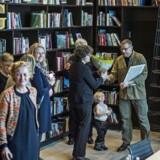 Gyldendal sælger færre bøger til det private bogmarked og flere bøger til uddannelsesmarkedet.