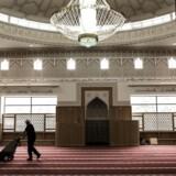 Færdiggørelse af den nye moske i Rovsingsgade i København. De sidste finpudsninger inde i selve moskeen.