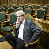 SF's Holger K. Nielsen mindes de gode stunder med Venstres Uffe Ellemann-Jensen, men han mindes også en krig i Libyen, han aldrig skulle have bakket op om. Nu vil han bruge sin sidste tid i Folketinget på at få SF stærkere.